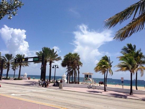 Las Olas Beach: Parking lot on Las Olas