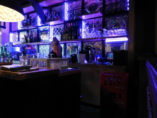 De Oude Stoep: Every bar should be lit like this