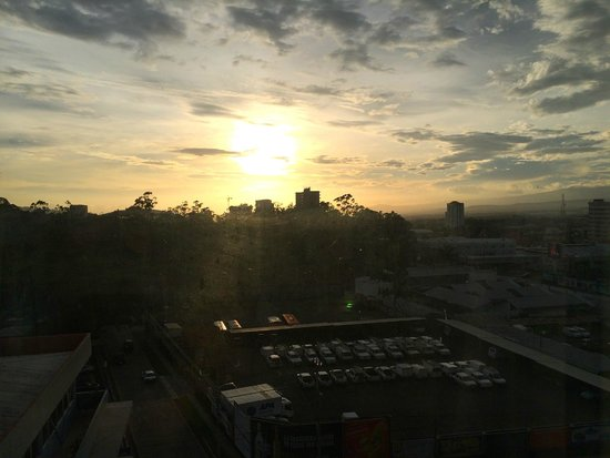 Tryp by Wyndham San Jose Sabana: sunset from our room