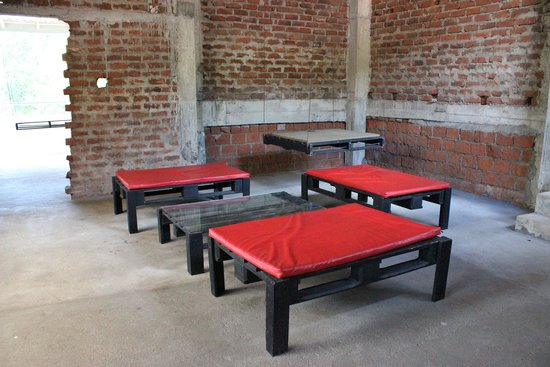 Kandy City Hostel : Hang-out areas on the roof