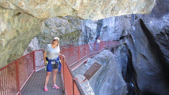 Ouray Box Canyon Waterfall: hanging walkways