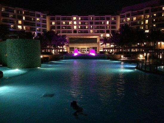 The Westin Lagunamar Ocean Resort Villas & Spa: night view