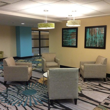 Holiday Inn Express Hotel & Suites Colorado Springs Dwtn Area: Relax in one of our public lounge spaces