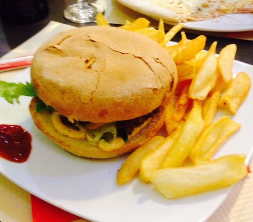 Thizy, France : Burger