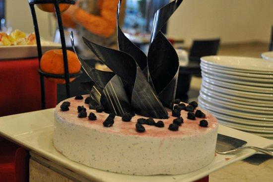 Trident, Agra: Amazing, artistic cheesecake!