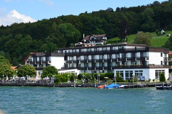 Seehotel Leoni: Das Leoni vom See aus betachtet