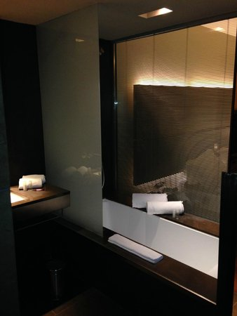 B-Hotel : Bathroom