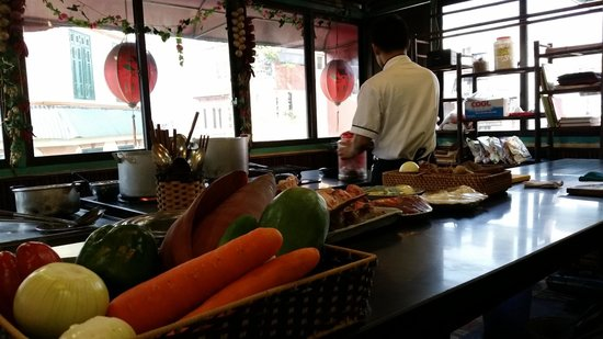 Orchid Cooking Class & Restaurant: Chef Tien's Assistant