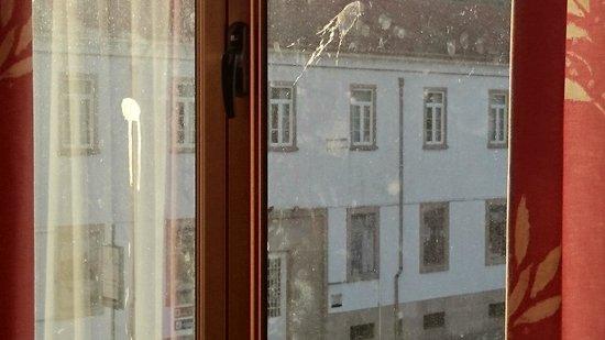 Imperio Hotel : Janelas imundas...