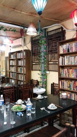 Orchid Cooking Class & Restaurant: Orchid Restaurant used to be a bookstore. You'll see books all around because of this