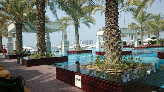 Jumeirah Zabeel Saray: Pool area