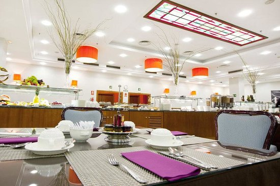 Holiday Inn Madrid - Calle Alcala: Breakfast Buffet