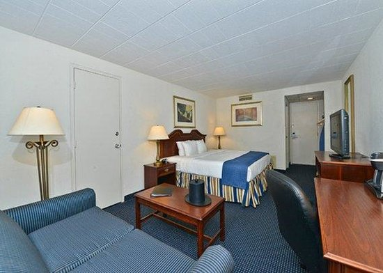 Clarion Hotel & Conference Center : guest room