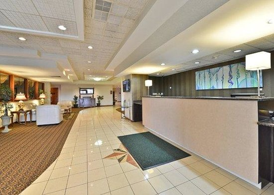 Clarion Hotel & Conference Center: front desk