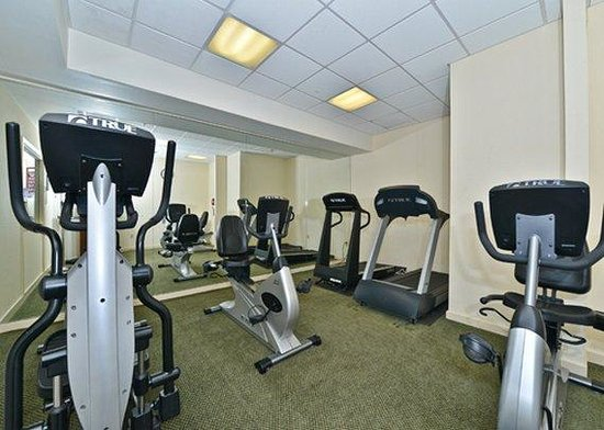 Clarion Hotel & Conference Center: fitiness center