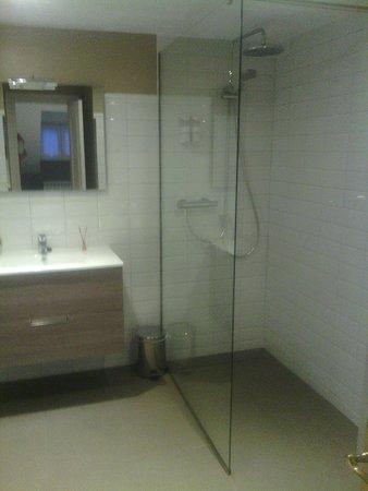 Hotel Arco Navia: Baño