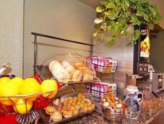 Ramada Albuquerque Airport: Breakfast Setup