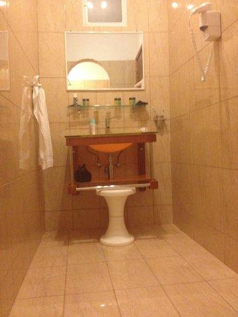 Summerland  Holiday's Resort: Nuovo bagno ingrandito rispetto a qualche anno fa. New toilette, bigger than some years ago