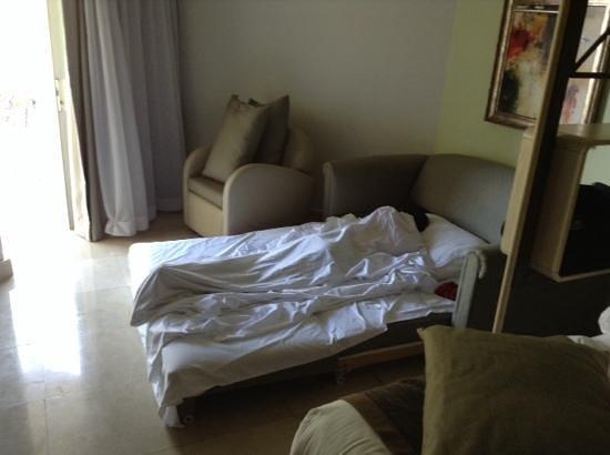 SENTIDO Perissia: chambre superieur 4 personnes!! canape au sol