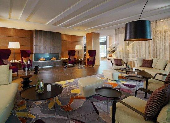 Sheraton Zürich Hotel: Fireplace