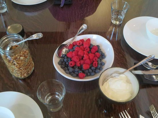 Avery House B&B: Every breakfast starts with fruit, and moves on to the savories