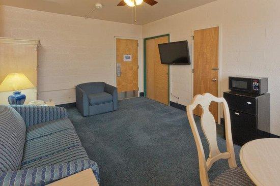 IHG Army Hotel - Presidio of Monterey: 1 Bedroom Suite