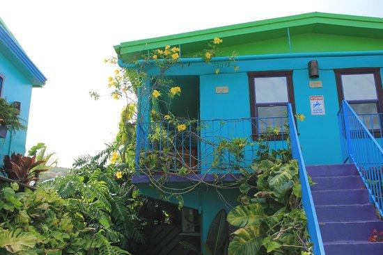 St. John Inn: Outside our room