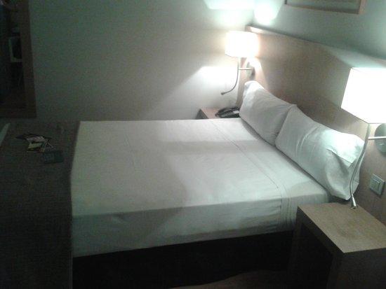 Hotel Arc La Rambla: quarto