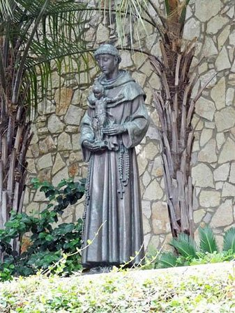 Paseo del Río: St.Anthony of Padua statue