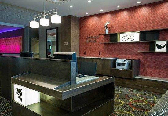 Fairfield Inn & Suites : Business Library