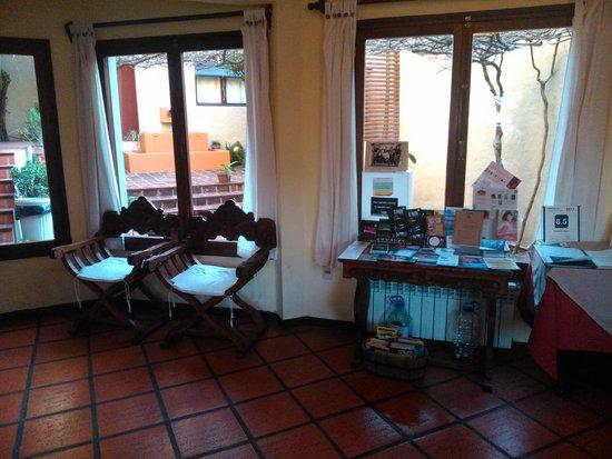 Posada El Viajero: Lobby - sector desayuno