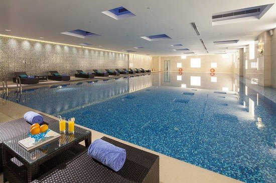 Holiday Inn Qingdao Expo: Swimming Pool 2