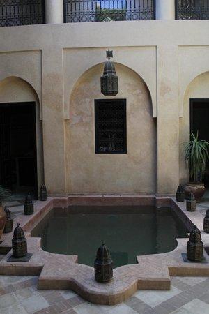 Riad Meriem : Courtyard