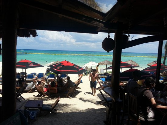 Fusion Bar & Restaurant: View of Beach