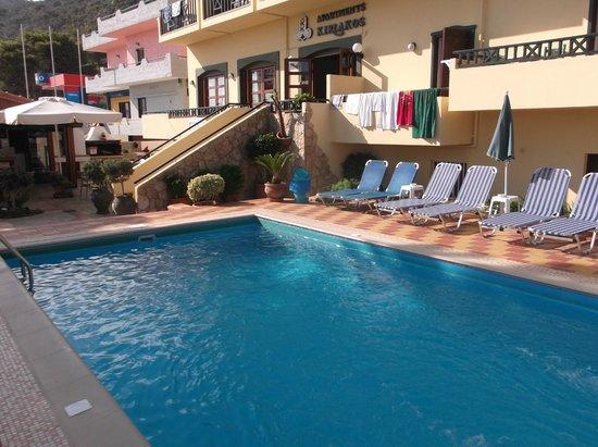 Kiriakos Apartments: Pool area