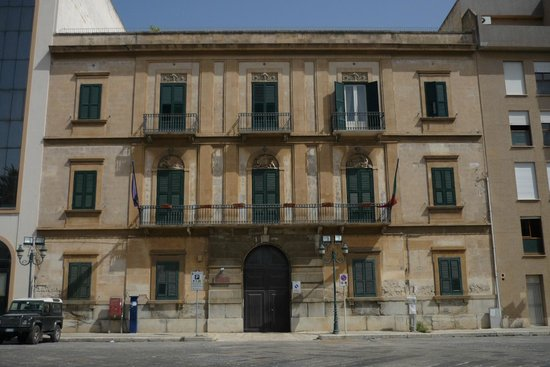 Residence Palazzo Serraino from the piazza