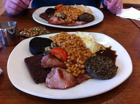 Nevis Range Mountain Experience: A great Scottish breakfast at the cafe at the base before going up the mountain on the gondola!