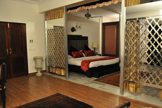 Ranbanka Palace : Sleeping area of our room/suite