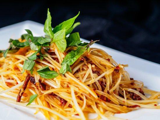 Tamarine by Quynh Nhi: Green Papaya Salad