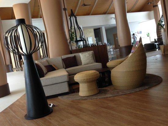 Grand Mercure Phuket Patong: lounge / proche du bar