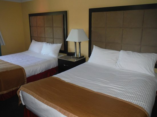 Pacific Inn Resort and Conference Centre : Queen beds