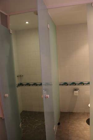 Le Meridien Tahiti: Remaining bathroom