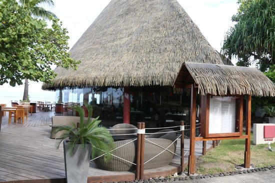 Le Meridien Tahiti: Restaurant close to the sea