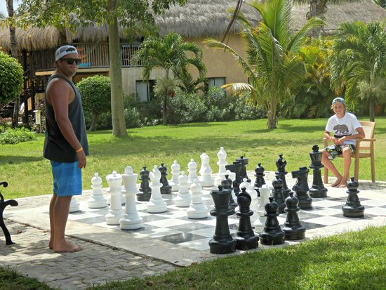 Allegro Cozumel: my boys playing chess