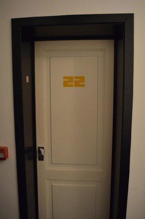 Vintage Hotel Bruxelles : Door to our room