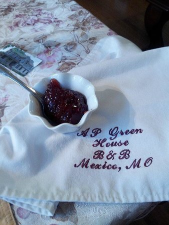 A.P. Green House Bed and Breakfast: Homemade preserves and embroidered napkins were just a a few of the special touches we enjoyed
