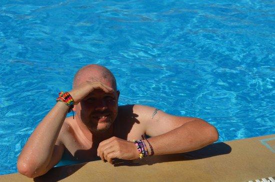 Thomas Bay : me in pool