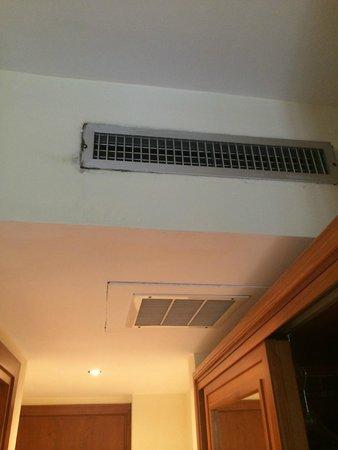 Hotel Villa Igea: climatisation bruyante et emplacement non étudié logiquement