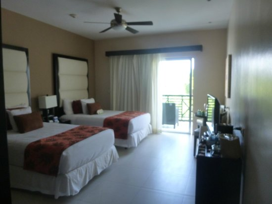 Azul Beach Resort The Fives Playa Del Carmen: The 1 bedroom room my sister and I shared