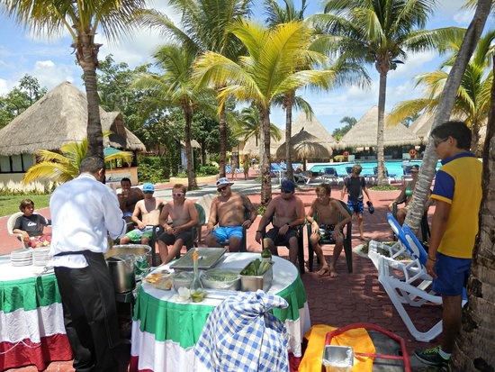 Allegro Cozumel: the boys learning how to make Paella